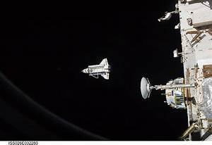 Picture of the Day: Space Shuttle Discovery Heads Home ...
