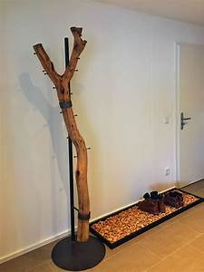 Garderobe Baumstamm Holz : ast garderobe an einer stahlhalterung ~ Sanjose-hotels-ca.com Haus und Dekorationen