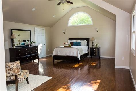 vaulted ceiling in master suite half moon window julie