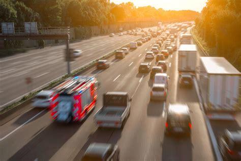 Rettungsgasse Neue Regel by Rettungsgasse Neue Regeln Haben Einzug Erhalten Mplus