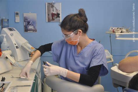cercasi assistente alla poltrona corso per assistente alla poltrona odontoiatrica dentista