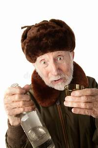 Holunderlikör Mit Wodka : russischer mann in der pelz schutzkappe mit wodka stockfoto bild von erwachsener stellring ~ Watch28wear.com Haus und Dekorationen