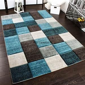 tapis moderne multicolores pas cher tendance deco salon 2017 With tapis moderne avec canapé bretz pas cher