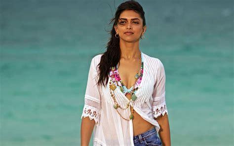 Deepika Padukone In Break Ke Baad Wallpapers