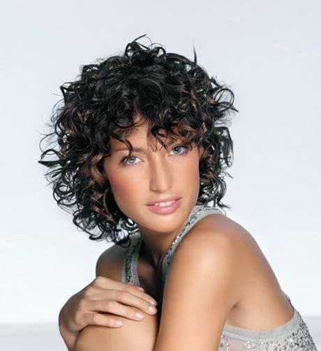 coupe cheveux frisés femme coupe cheveux frises