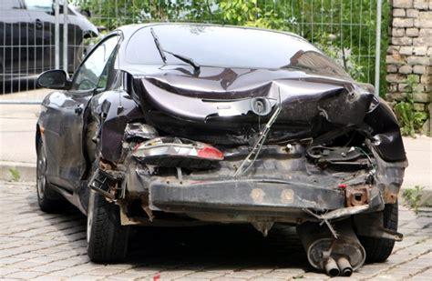 Bojājumi pēc avārijas: cik nopietniem jābūt, lai policija ...