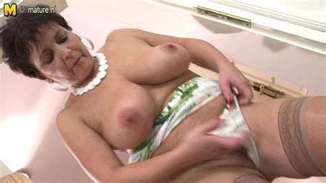 mature slut moms and grannies s 17 pics