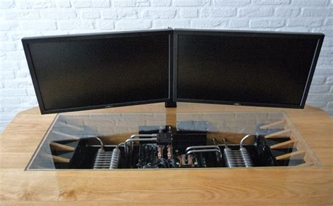 ordinateur de bureau configuration sur mesure un magnifique ordinateur intégré dans un bureau sur mesure