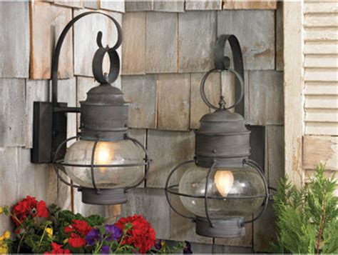 fashioned lantern lights to a cottage or