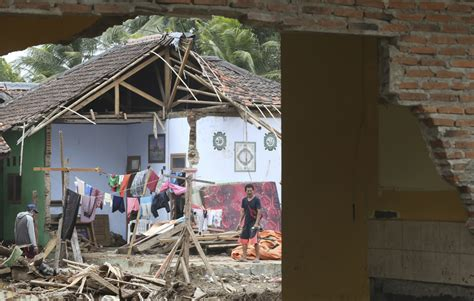 weather hampers efforts  inspect indonesia tsunami