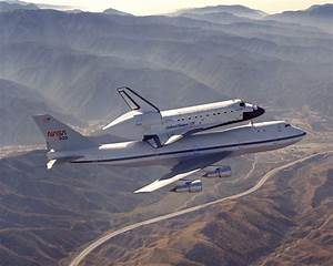 NASA - Discovery Hitches a Ride Into History on SCA 905