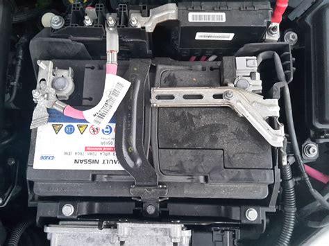 Megane 3  AGM Batterie ausbauen für Dummies