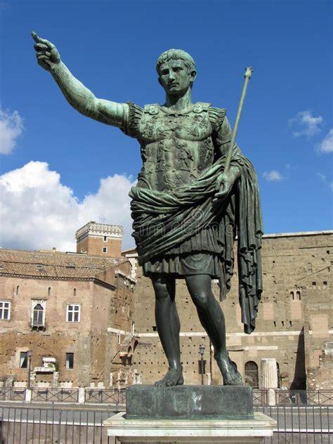 julius caesar statue photo  julius caesar  rome italy