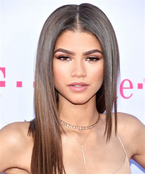 This is How Zendaya Does Her Makeup in 5 Minutes   InStyle.com