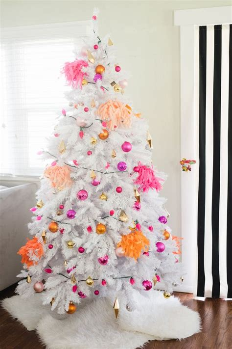 cool ways  decorate  white christmas tree shelterness