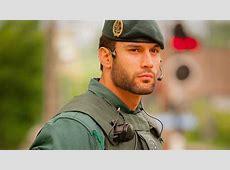 Un agente de la Guardia Civil arrasa en Twitter por su