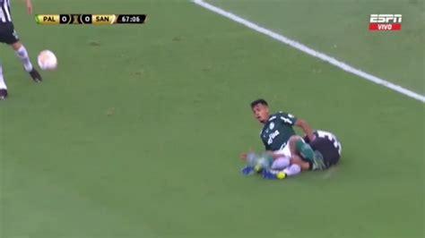 VIDEO Palmeiras vs. Santos: la durísima entrada sobre ...