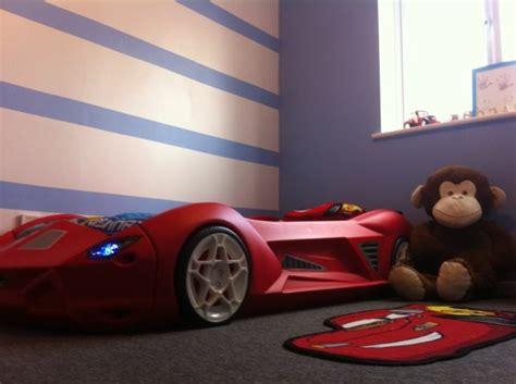 idee decoration chambre garcon le lit voiture pour la chambre de votre enfant archzine fr