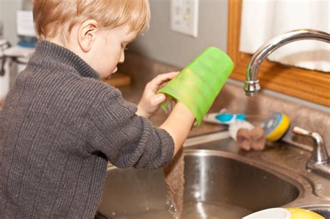 these are the chores your child should be doing this year 235 | 2d32245aac6a951056ca0ee2c5d8286e
