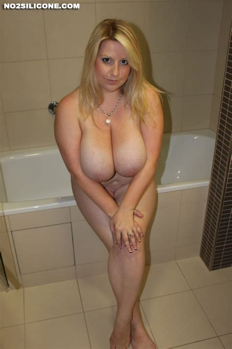 Busty Nude Babes Janne Hollan