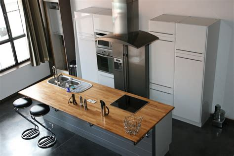 cuisine avec ilot central plaque de cuisson une cuisine conviviale autour d un îlot central travaux