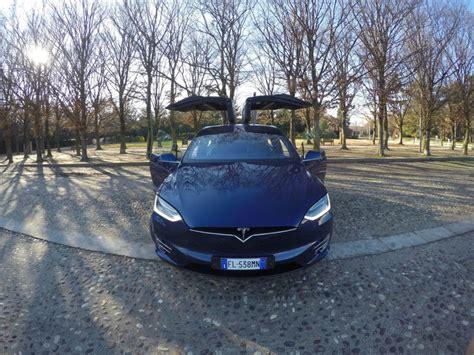 Tesla Model X La Prova Su Strada Del Suv Creato Da Elon