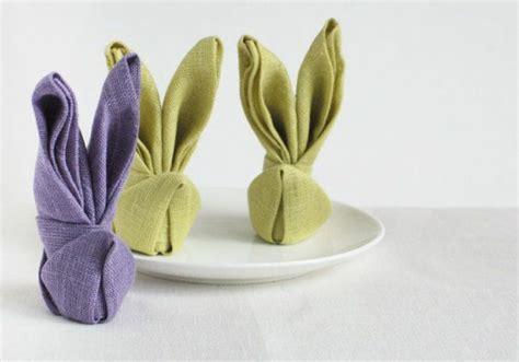 osterhasen falten servietten ostertischdeko basteln tischdeko ideen mit blumen und ostereiern