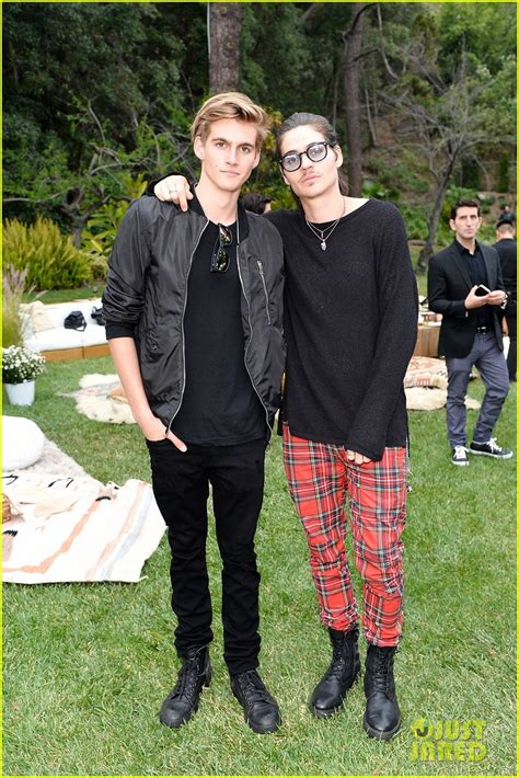 Kaia Gerber Celebrates Her 'Marc Jacobs' Campaign With ...