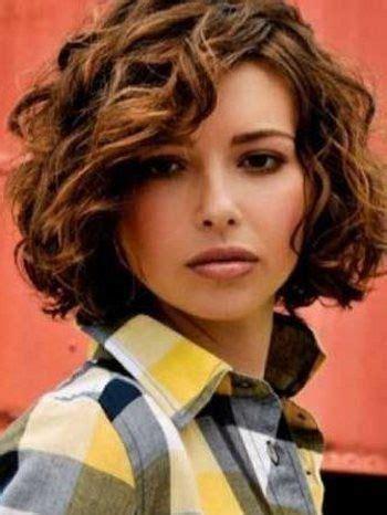 Стрижки для вьющихся волос 66 фото тренды 2020 короткие средние длинные прически