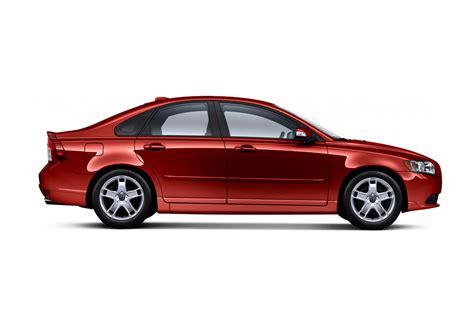 volvo recalling    sedans  production