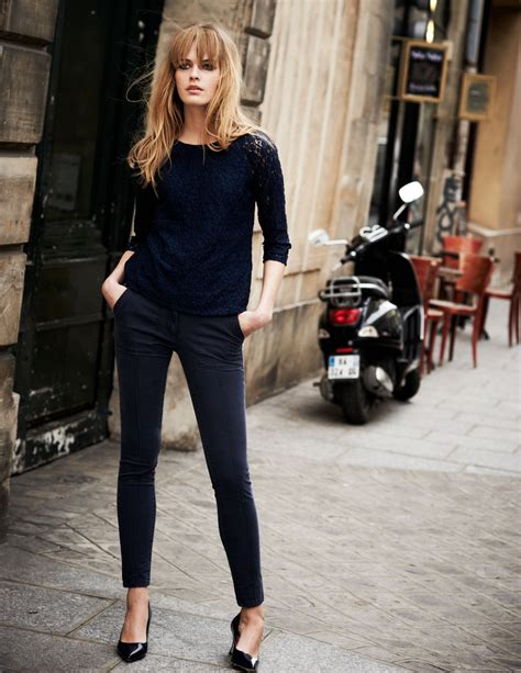 classic style parisian chic street style dress like a french woman 2018 fashiongum com