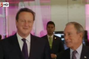 David Cameron caught on microphone claiming Queen ''purred ...