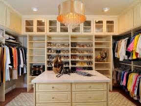 Rumah Minimalis likewise Beautiful Closet besides Walk In Closet