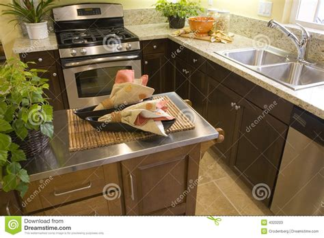 kitchen countertop colors ideas cocina casera de lujo imagen de archivo imagen de lujo 4307