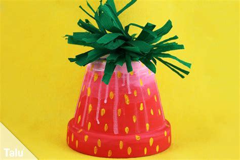 basteln mit blumentöpfen erdbeere basteln eine erdbeere basteln erdbeere basteln tonpapier my erdbeeren