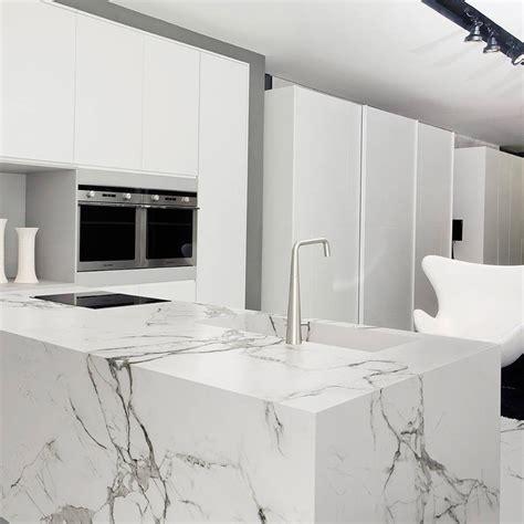 facade bois cuisine plan de travail atre et loisirs marbrerie vous conseille