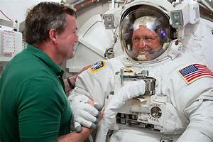 Barry Wilmore Participates in a Chamber Test | NASA