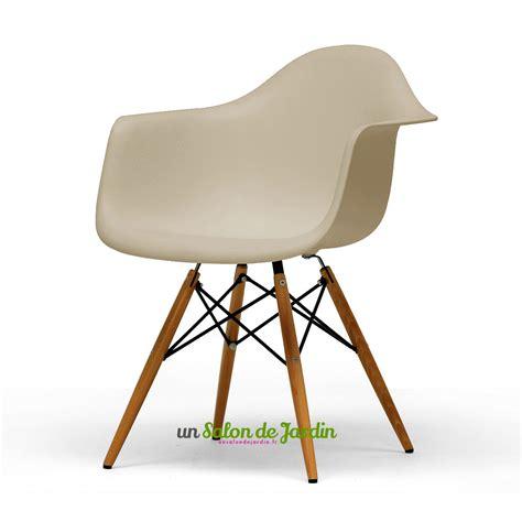 chaise plastique et bois chaise de jardin plastique 10 idées de modèles atypiques
