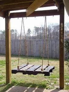 Balancelle De Jardin En Bois : balancelle de jardin en palette sur portique bois ~ Teatrodelosmanantiales.com Idées de Décoration