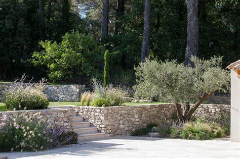 carrelage mural cuisine provencale venelles jardin provençal en restanques classique terrasse et patio marseille par