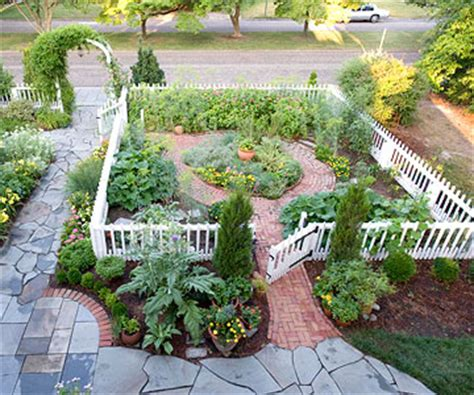 colonial style cottage garden  homes gardens