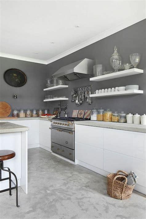 cuisine blanche et mur gris tendance cuisine 50 exemples avec la couleur grise