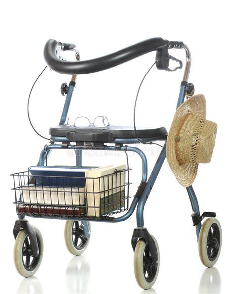 walker leurder senior camminatore het anziano stroll coltivatore rijden uomo elderly romance mens reading his een immagini