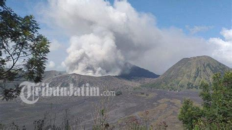 erupsi gunung bromo aktivitas wisata  normal dua