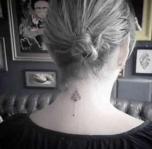 Tatouage Femme Epaule Discret : 1001 id es tatouage nuque marqu jusqu 39 au cou ~ Melissatoandfro.com Idées de Décoration