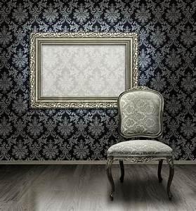 Zimmertür Mit Rahmen : classic antiken stuhl und versilberte rahmen in zimmer mit damast muster wand stockfoto ~ Sanjose-hotels-ca.com Haus und Dekorationen
