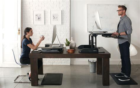 bureau pour travailler debout tms réduire le mal de dos avec les plateformes assis