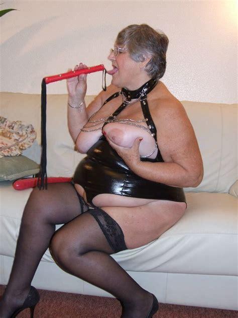 Granny Grandma Libby From United Kingdom Chain Basque - YOUX.XXX