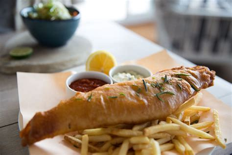 cornwall padstow food fish chips guide watergate restaurants ultimate bay hotel