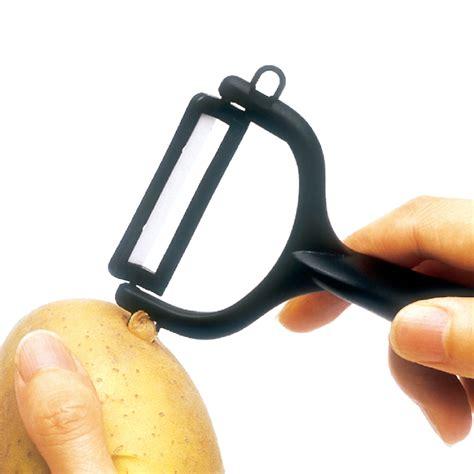 kyocera  essential kitchen peeler   ultra sharp single sided ceramic blade